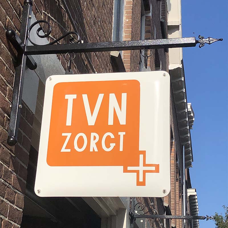 uithangbord van TVN Zorgt in de van de Havestraat 82 in Nijmegen